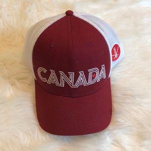 Columbia Mesh Canada Baseball Cap